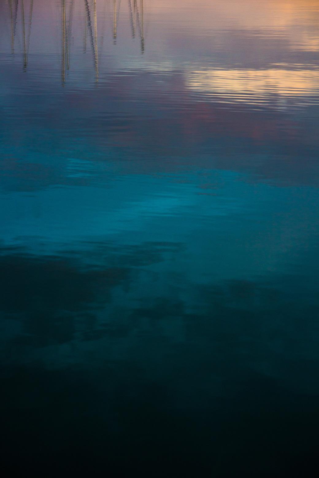 Der Hafen in Valencia in den frühen Morgenstunden bei Sonnenaufgang. Manchmal hat man das Gefühl man würde vor einem Gemälde stehen.