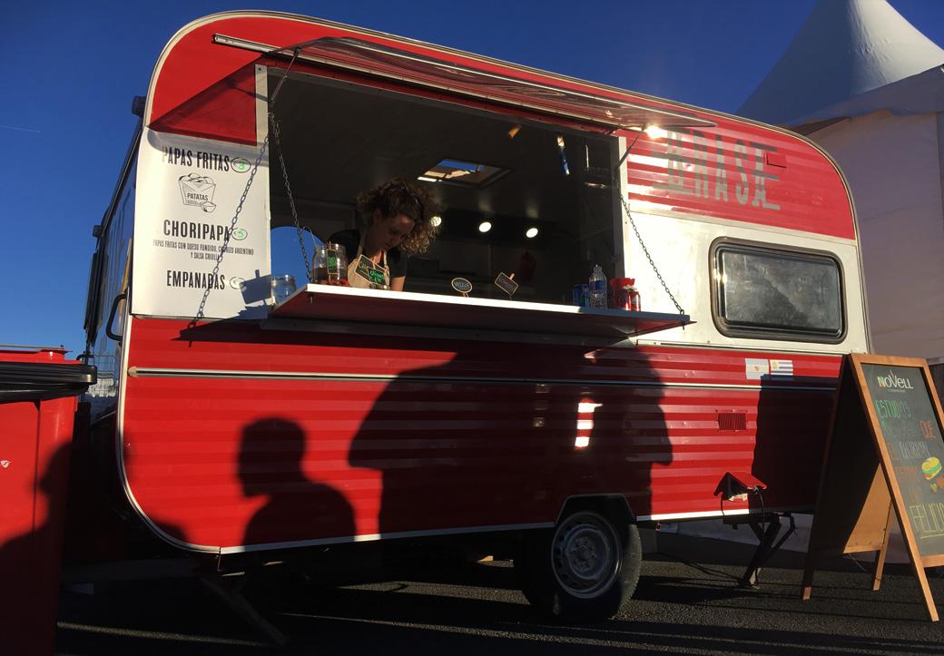 Beste argentinische Würstchen und leckeres Chimichurri fanden wir bei Brasaparrilla – dem Food Truck von Ani und Belen.