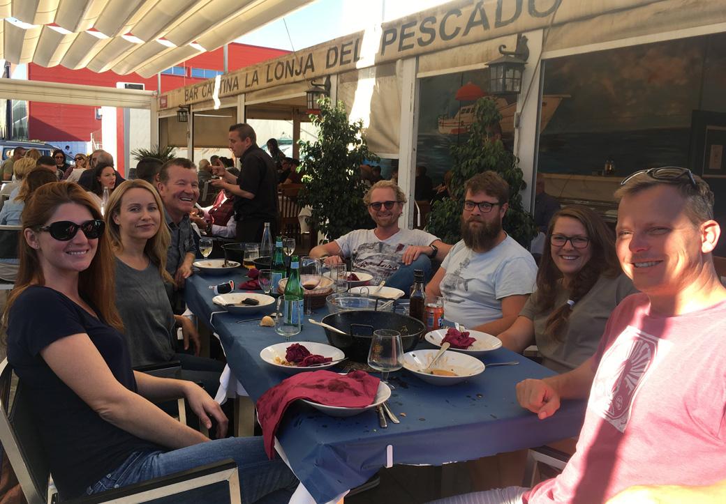 Mittagessen mit den Nachbarn in der Lonja del Pescado