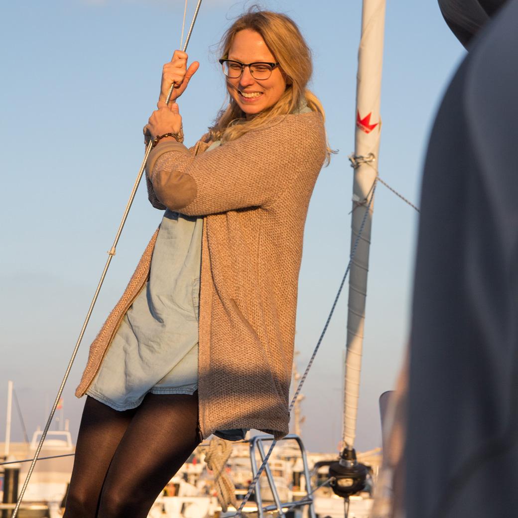 Lula inspiziert das Segelboot
