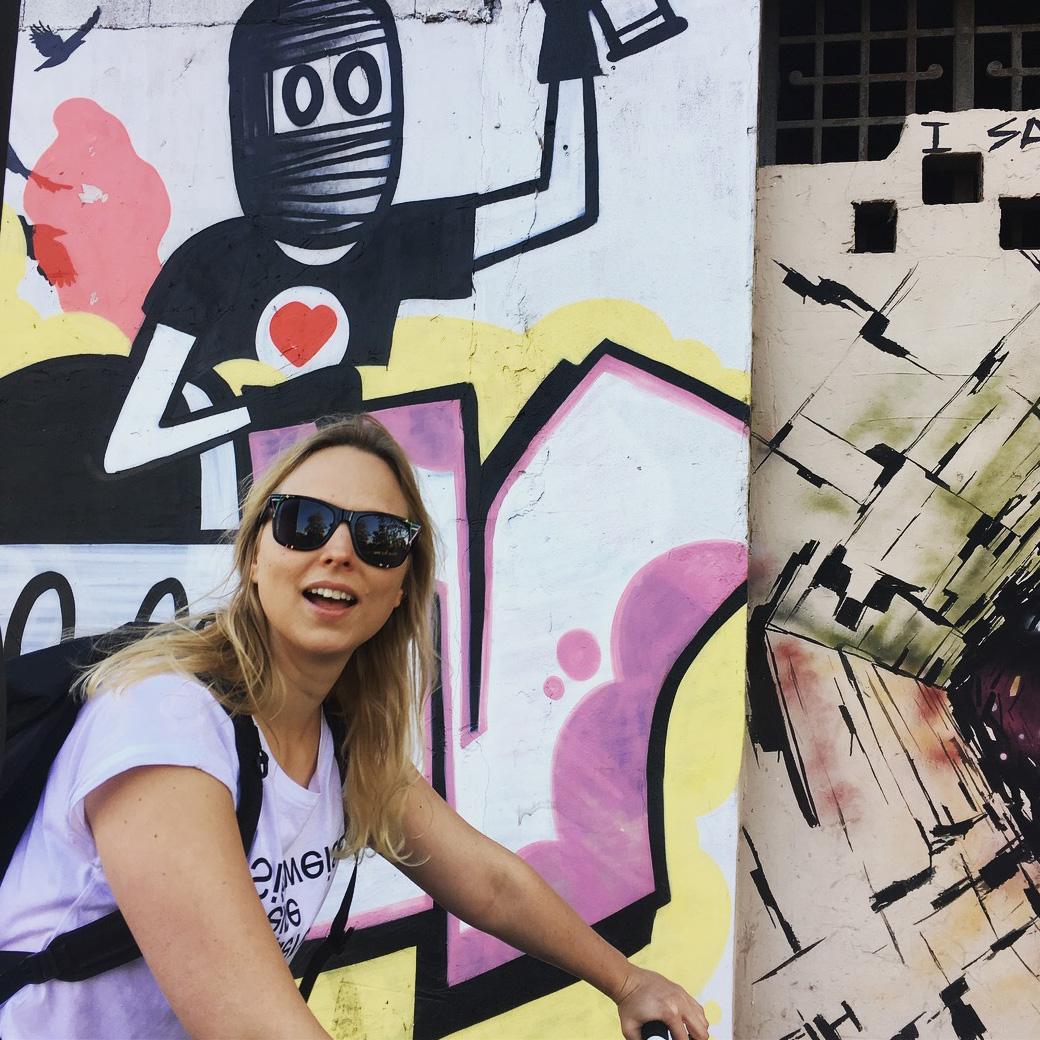 Verloren gehen in der Stadt, Street Art fotografieren und ohne Ziel losgurken geht spitze mit der Frau!