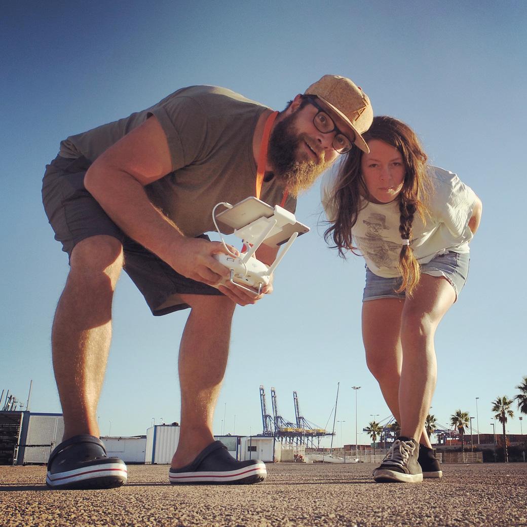 Koptern auf dem Marinaparkplatz. Noch kann man mit T-Shirt und kurze Hose den Tag verbringen.