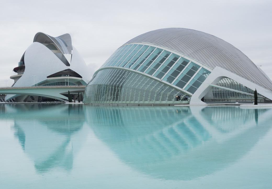 Architektur von Calatrava in Valencia bei Regen bestaunen geht ganz gut! Fast keine Menschen unterwegs ;)