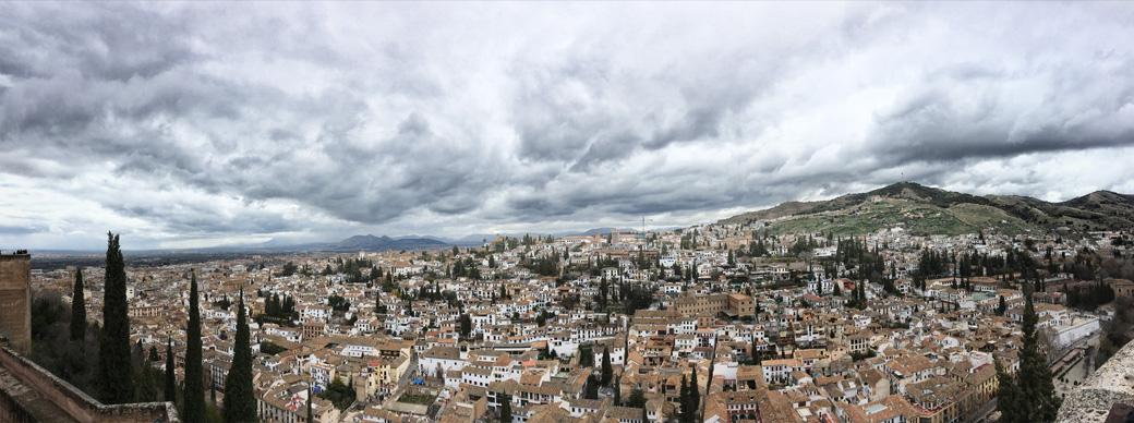 Blick über Granada im Winter.