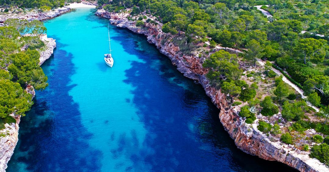 Warum wir uns sofort in die Cala Mitjana auf Mallorca verliebt haben, kann mal wohl hier gut erkennen.