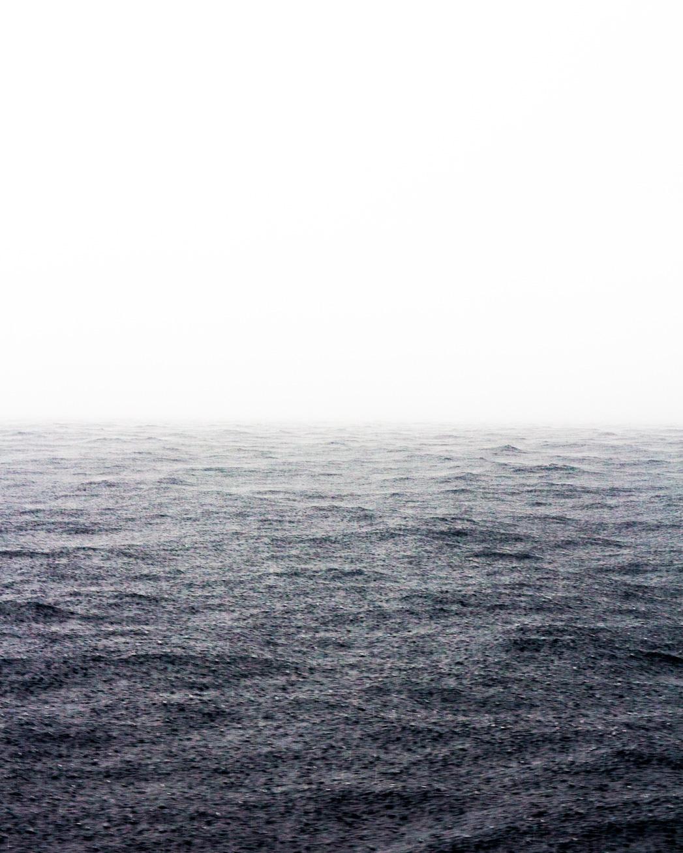 Regenguss auf dem Meer
