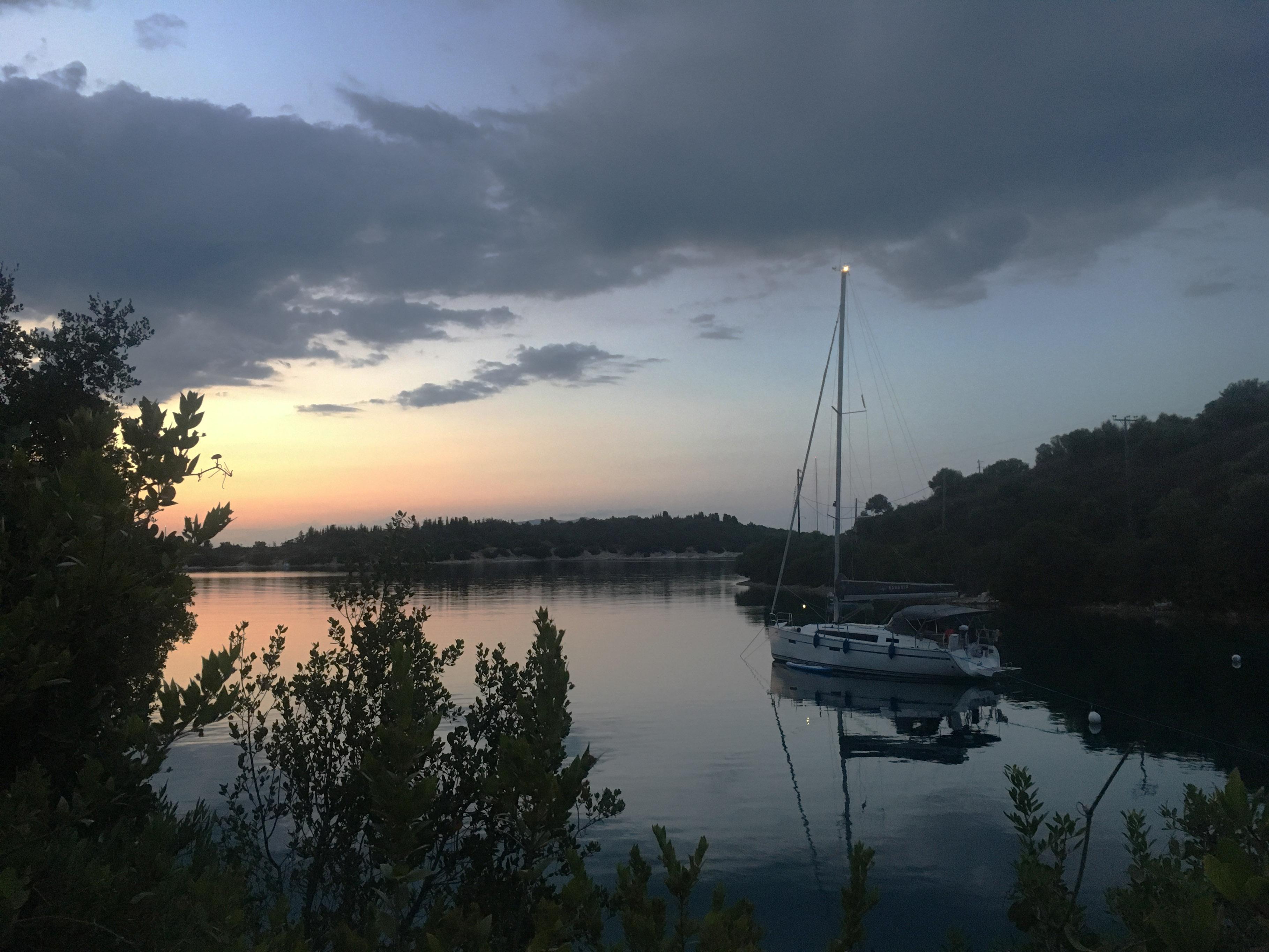 Am Abend machen wir einen kleinen Spaziergang auf die andere Seite der Bucht.